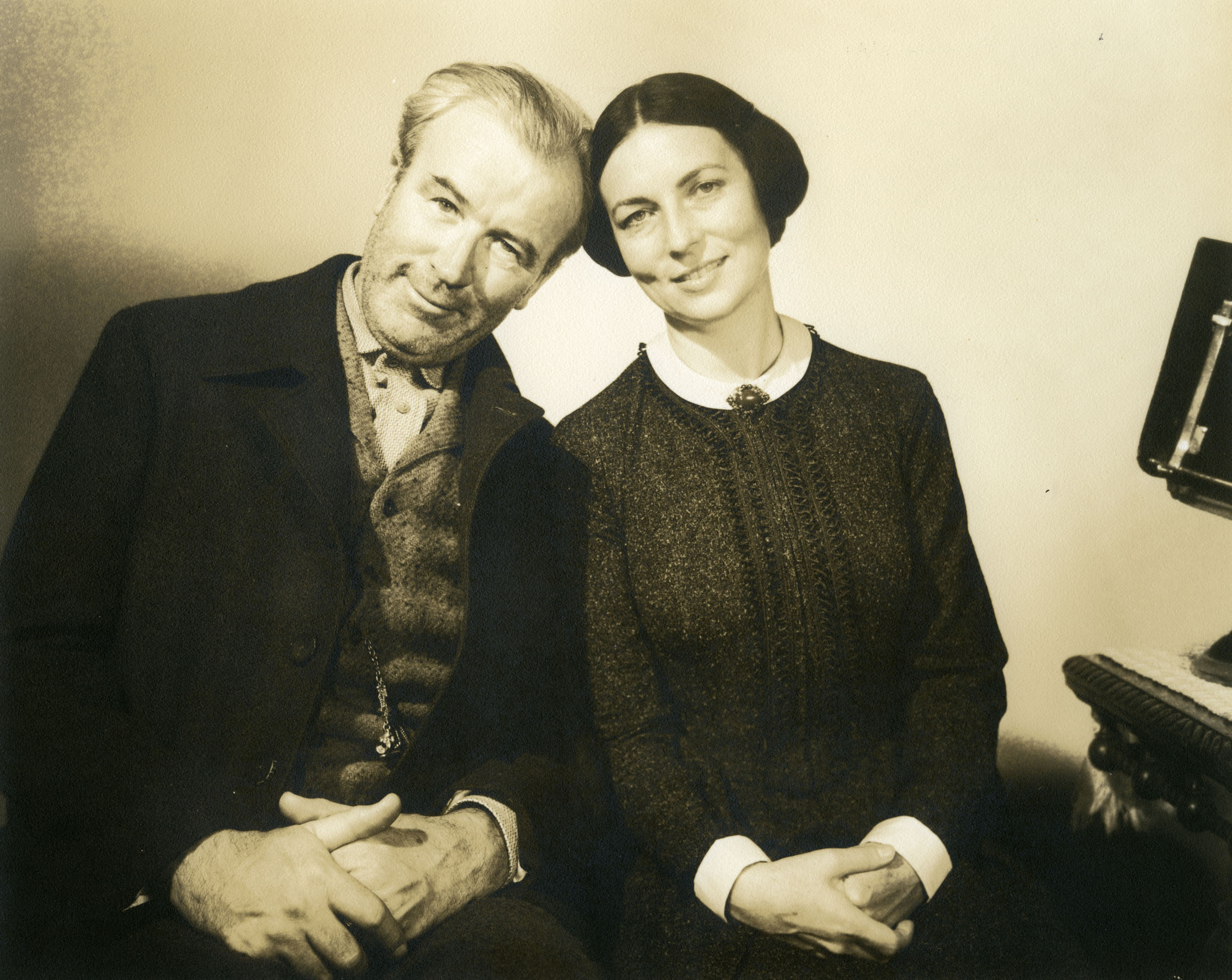 Harry Shannon (Kane's father, left) and Agnes Moorehead (Mary Kane, right) in a portrait that may have originally been created for set decoration.